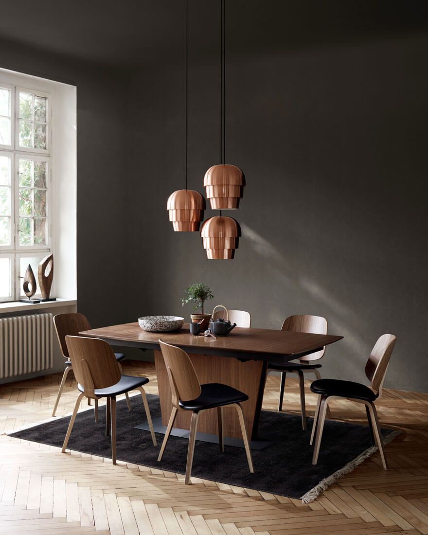 Dining room with Milano dining table in walnut veneer