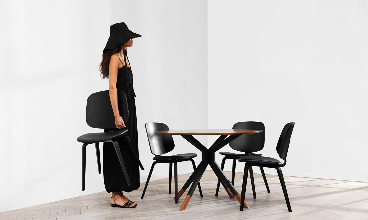 Billund dining table and Aarhus dining chairs