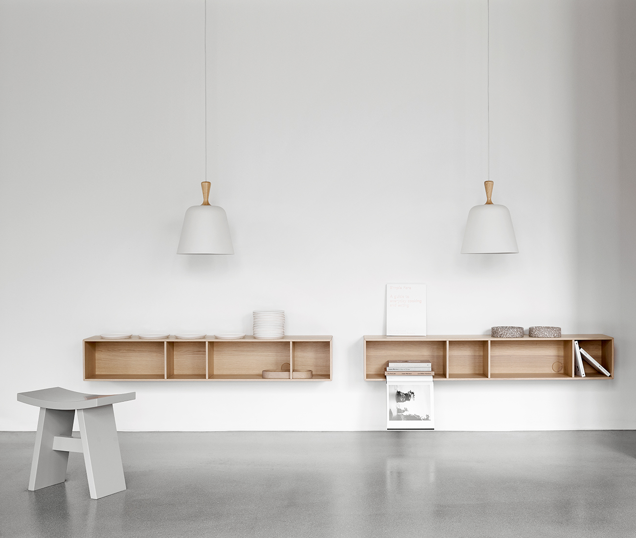 White Handle Me pendant and oak Como wall system