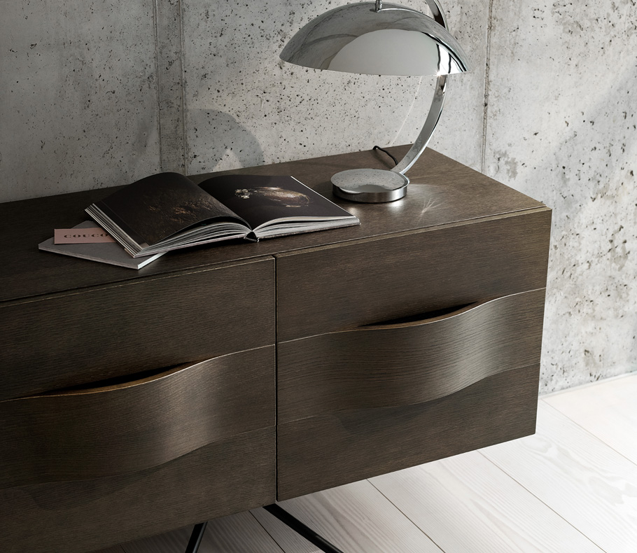 Ottawa sideboard in dark oak veneer and silver shelter lamp