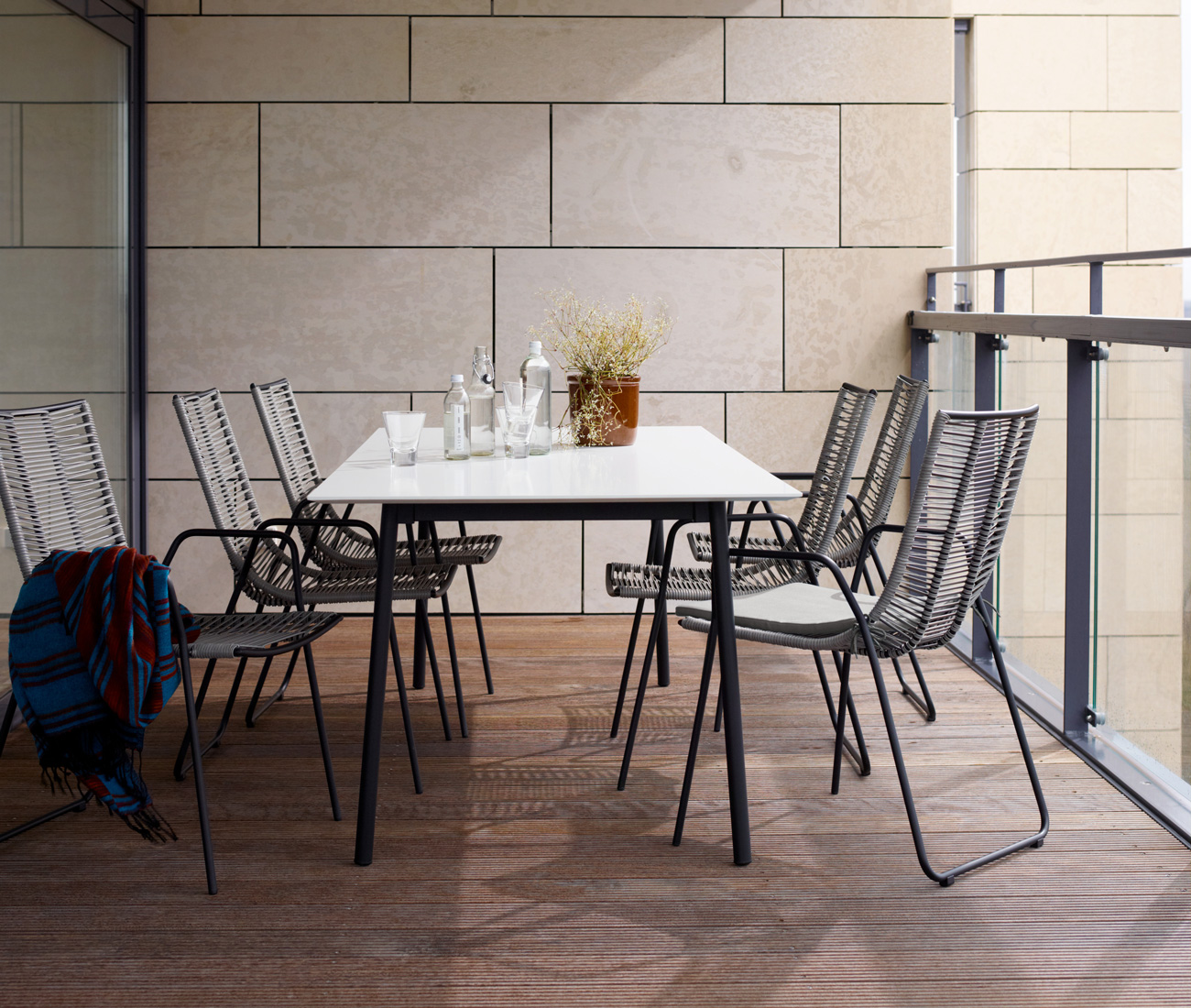 Outdoor Torino dining table in white and grey Elba dining chairs
