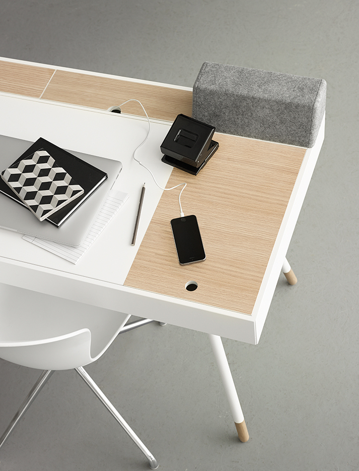 White Cupertino desk with hidden table drawers