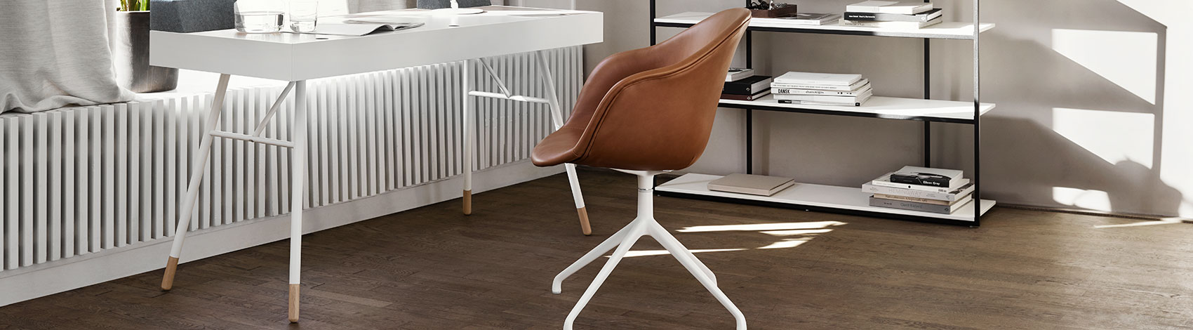White Cupertino desk with hidden table drawers and cognac leather Adelaide chair