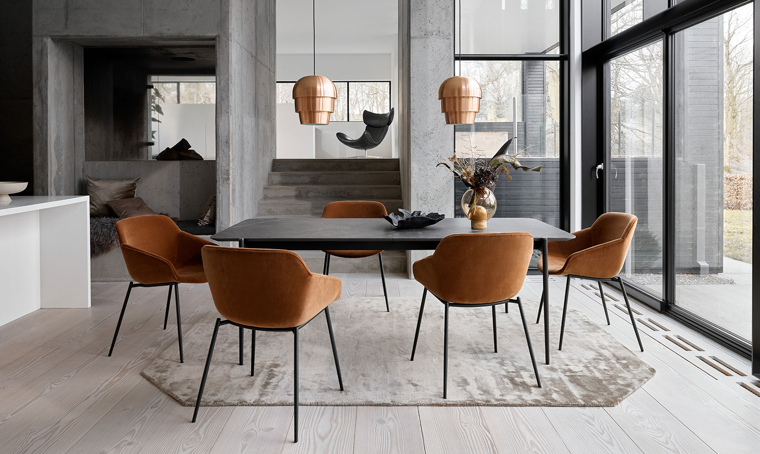 Dark marble Augusta table and camel velvet Vienna chairs
