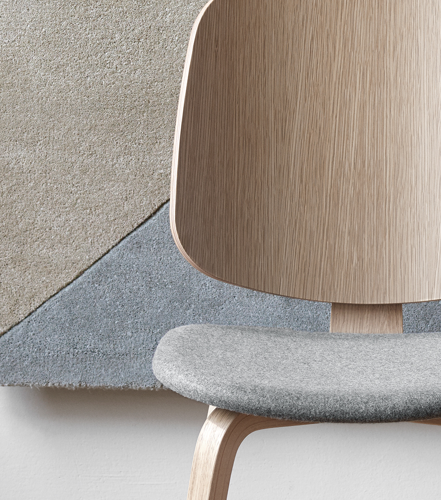 Aarhus chair in oak and grey seat