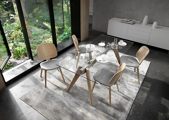 Glass dining table and Aarhus dining chairs in oak with grey seats