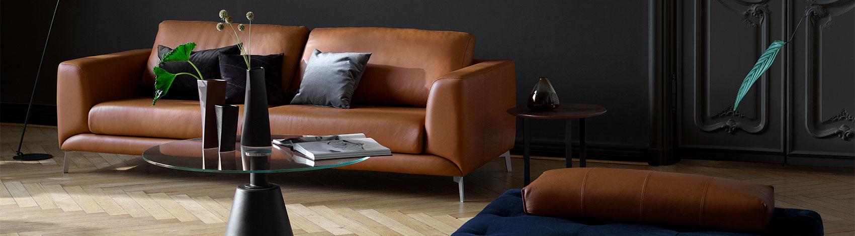 Cognac leather sofa and Madrid coffee table in glass with black leg
