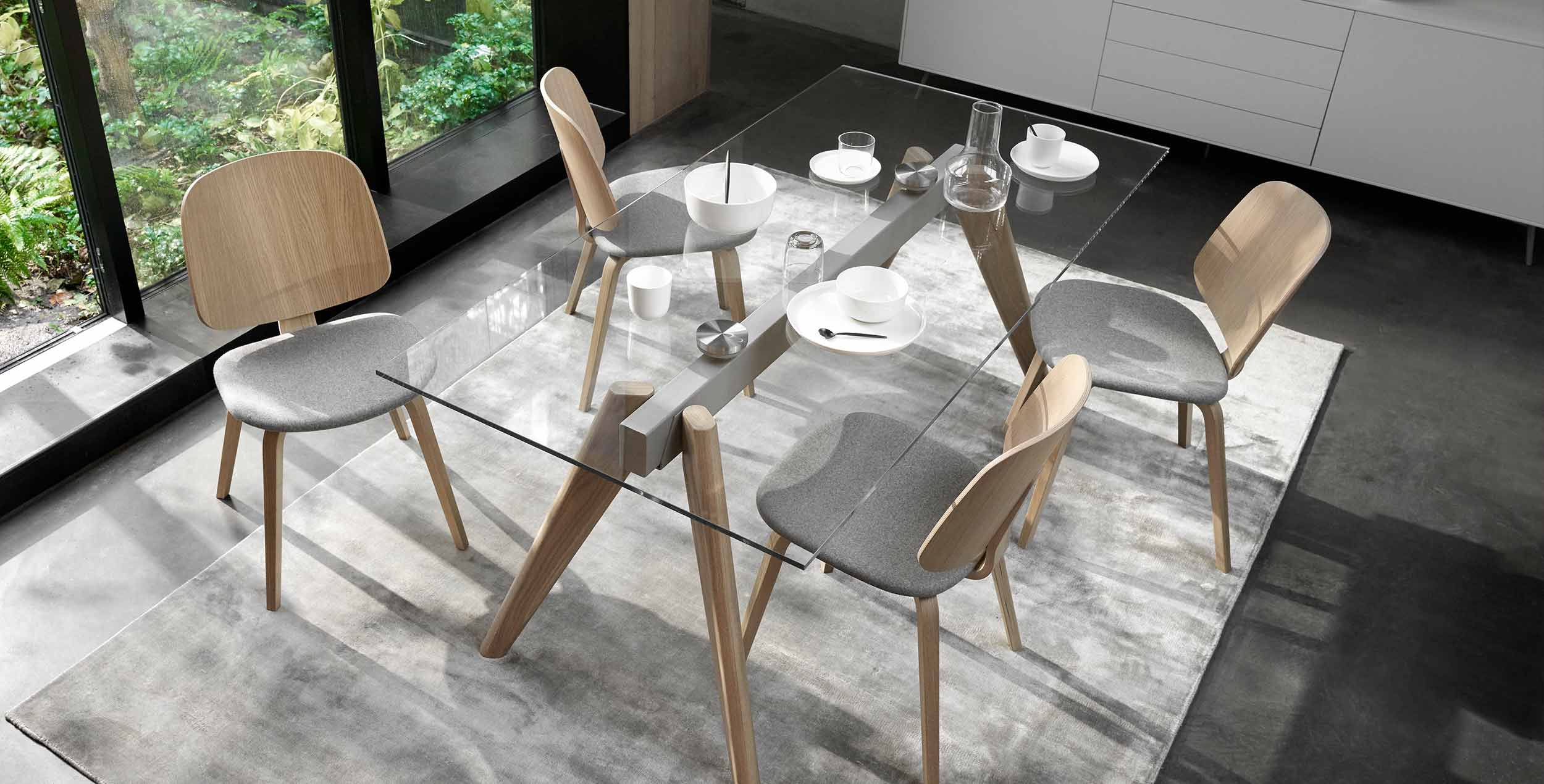 Monza dining tables and dining chairs
