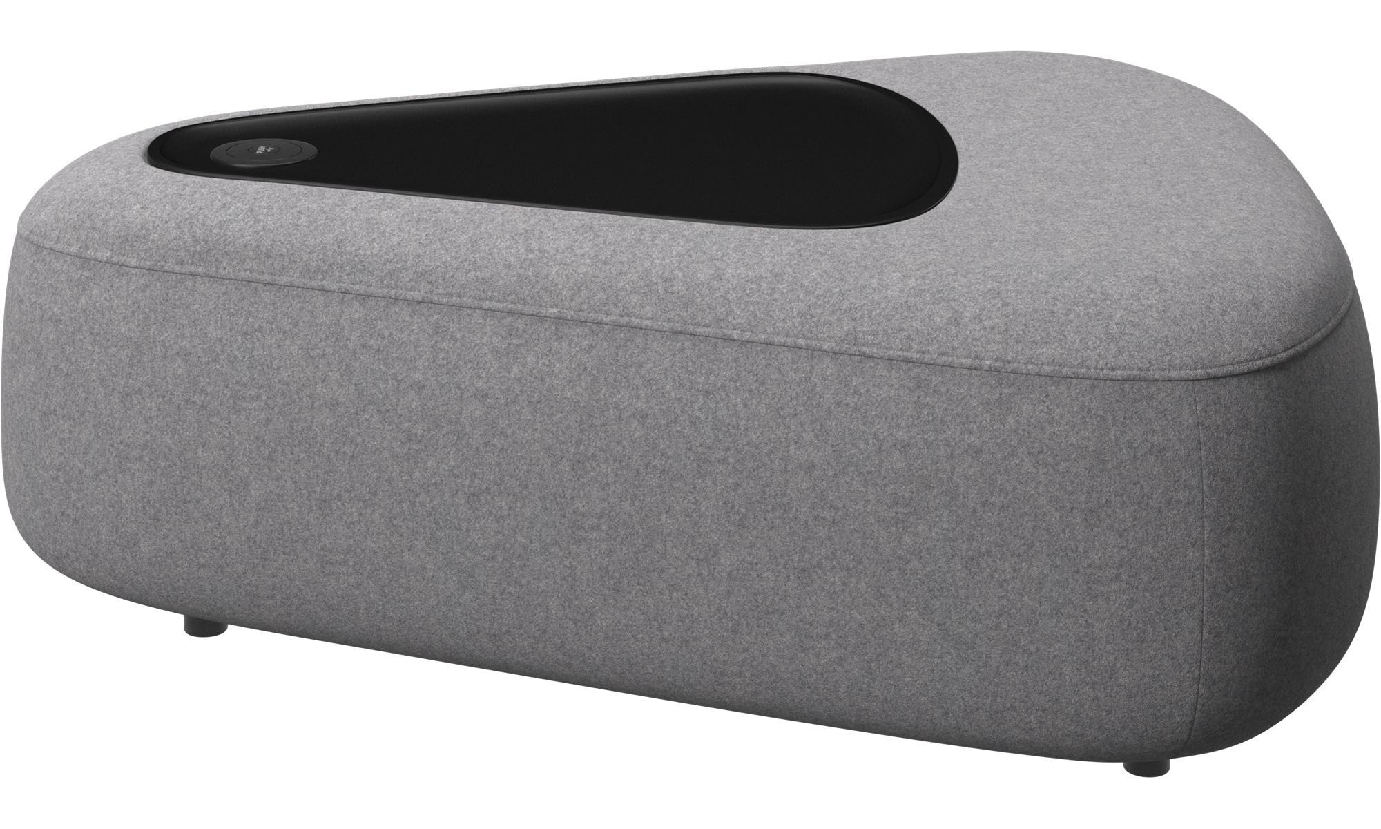 modulare sofas ottawa dreieckiger pouf mit ablage und usb ladekabel boconcept. Black Bedroom Furniture Sets. Home Design Ideas
