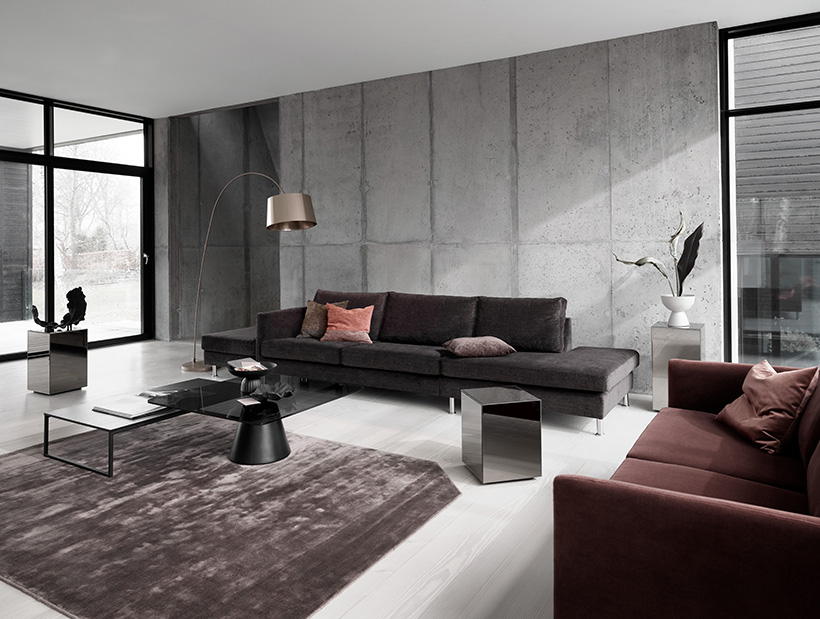 Indivi Sofa in dark brown and dusty red with black Lugo and Madrid coffee tables and a Block mirror table