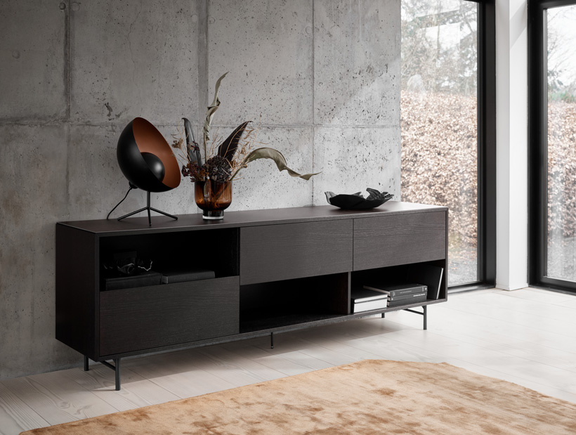 Manhatten sideboard in black and Satallite table lamp with black metal and copper