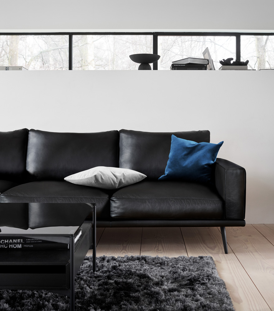 Carlton sofa in black leather with black Los Angeles coffee table and Beijing rug in steel