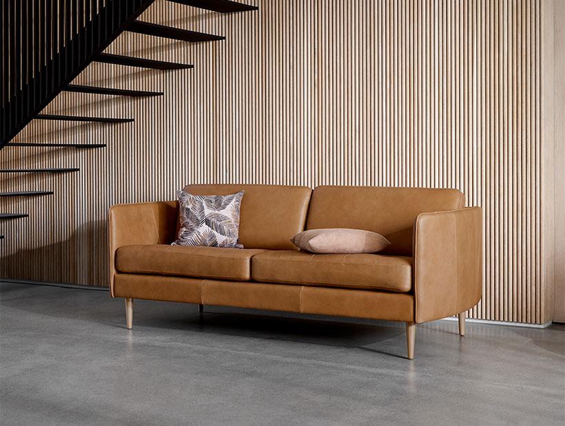 Teveszínű bőr kanapé