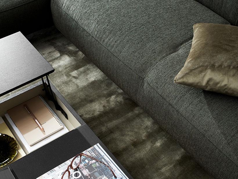 Musta sohvapöytä
