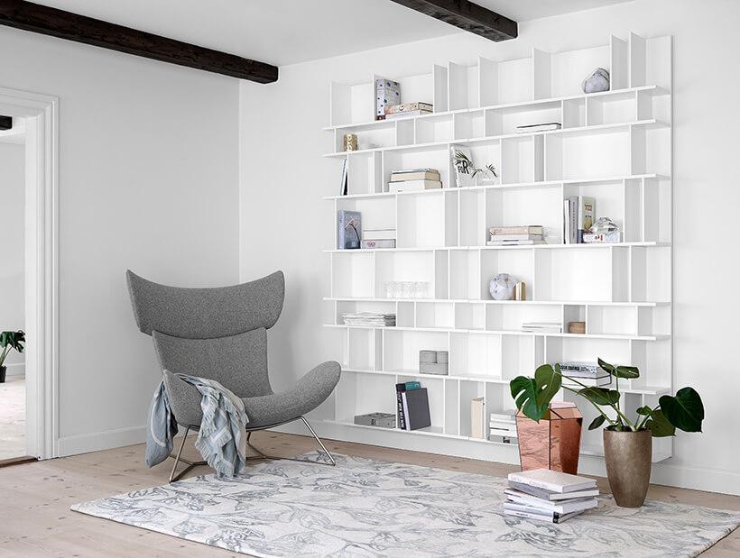 Imola Sessel neben Wohnwand