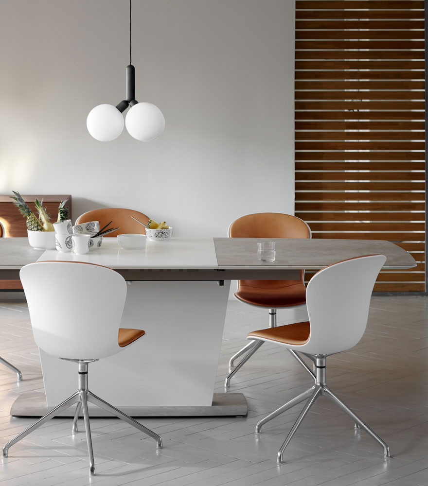 Dining room with Milano dining table