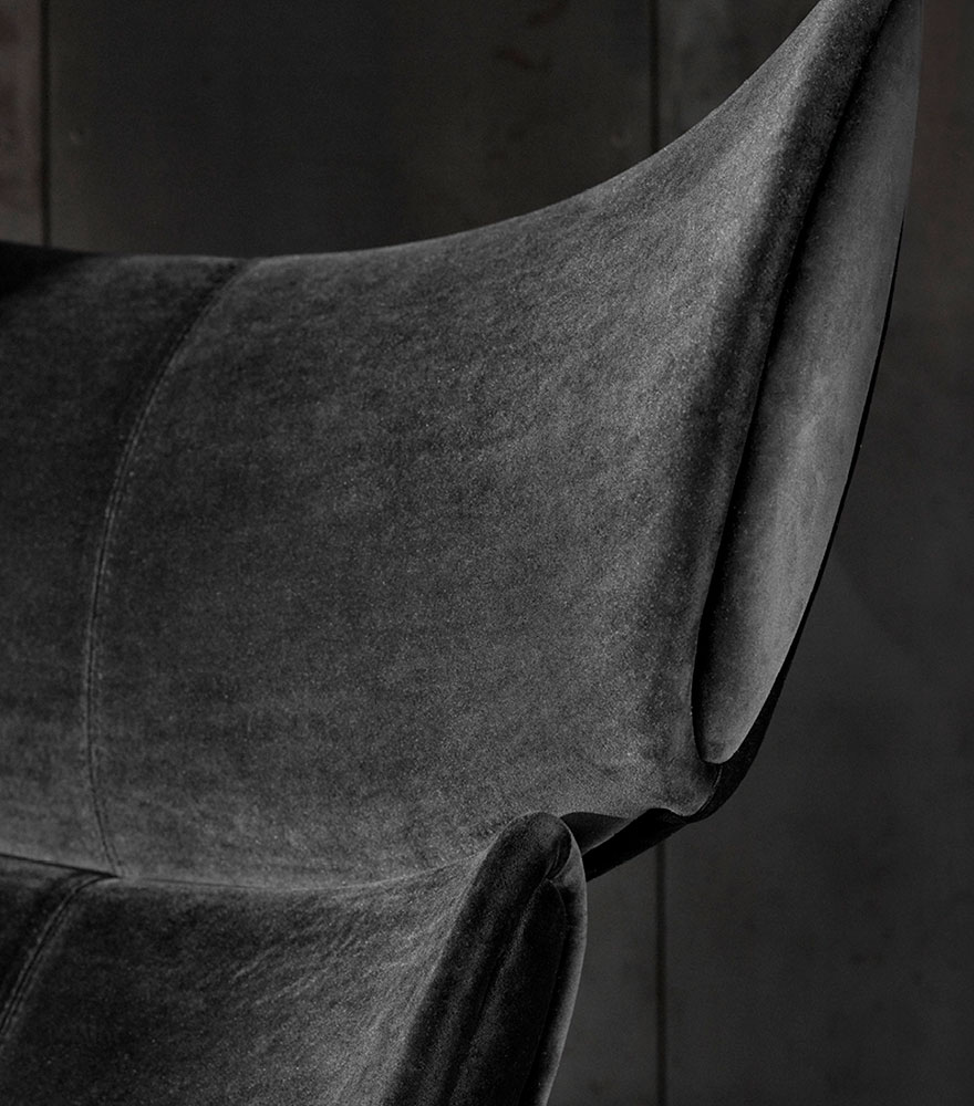 Close up on Black Imola chair