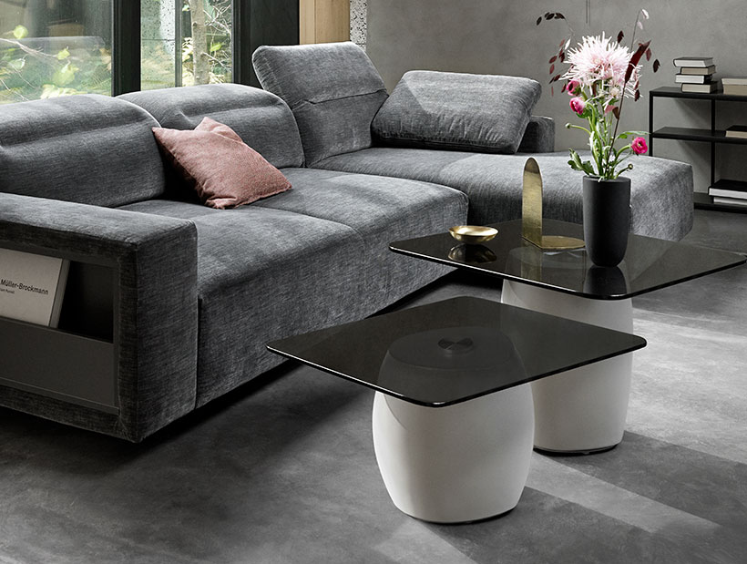 Two small Bilbao tables with flowers and grey couch