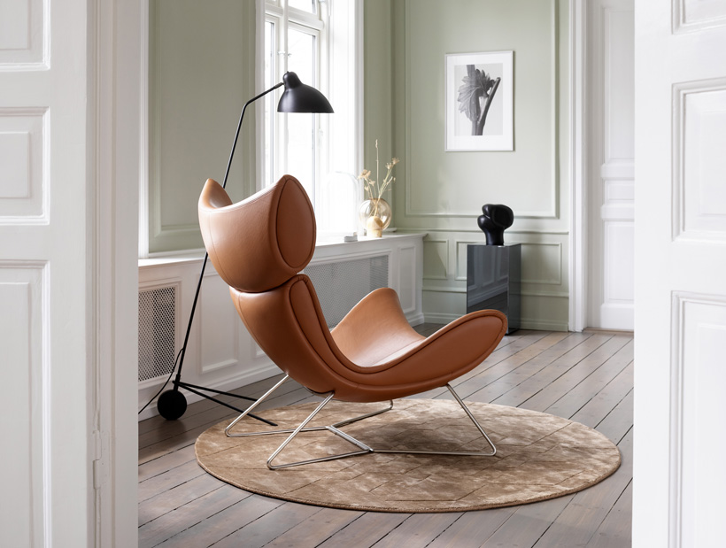 Cognac leather Imola recliner with black lamp and beige round rug