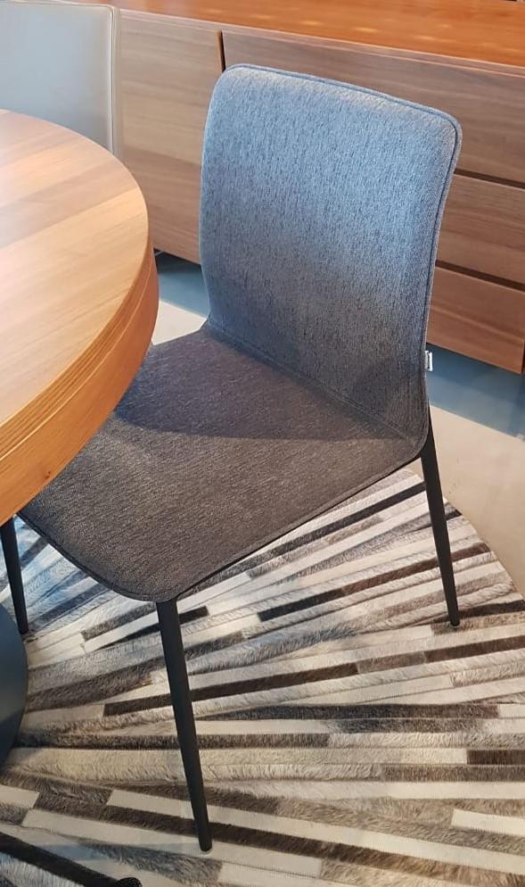 Cadeira Newport tecido Orlando cinza escuro