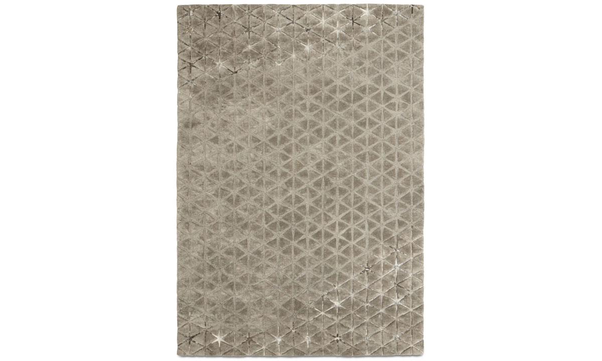 Angular rug