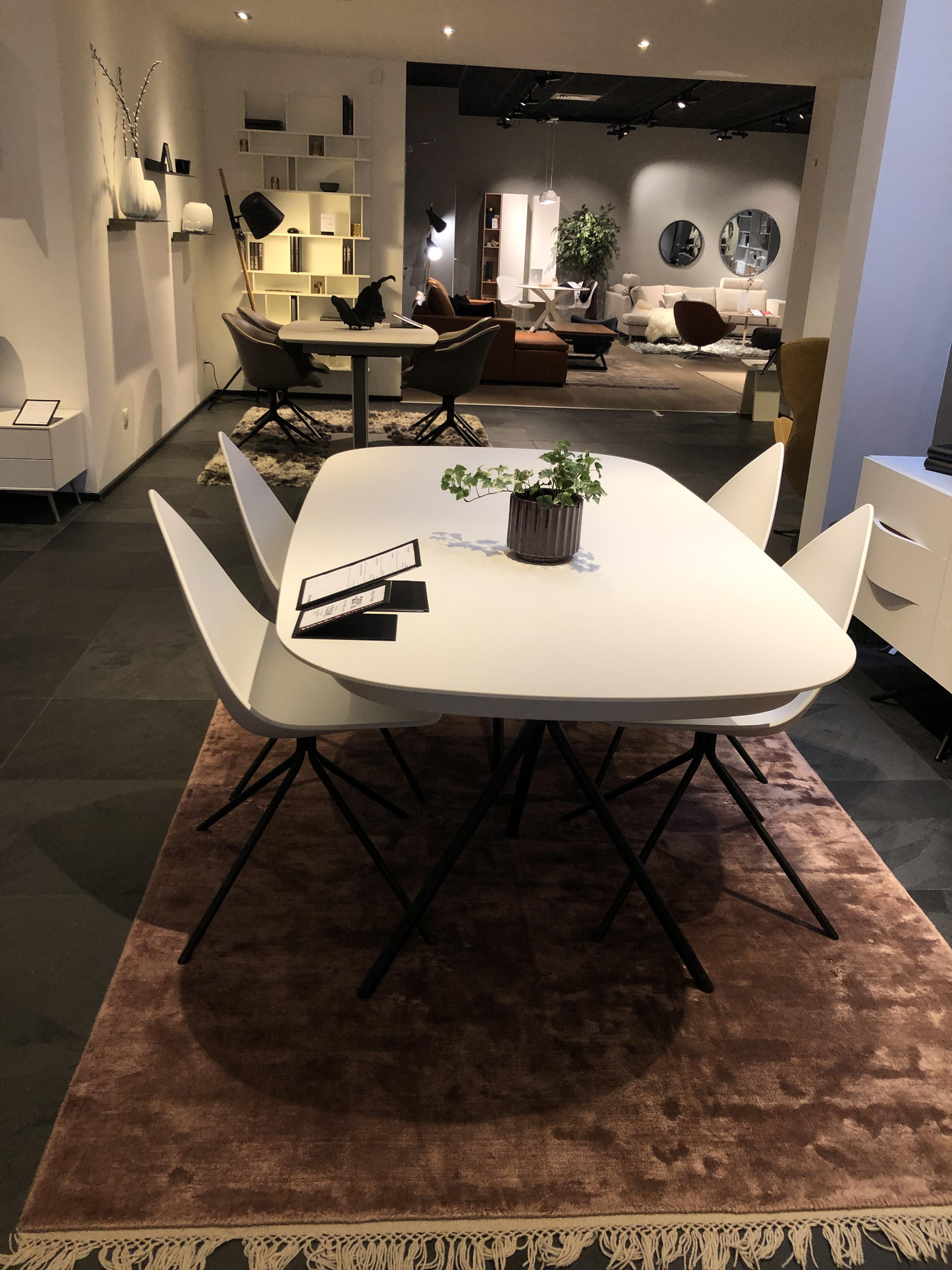 table Ottawa