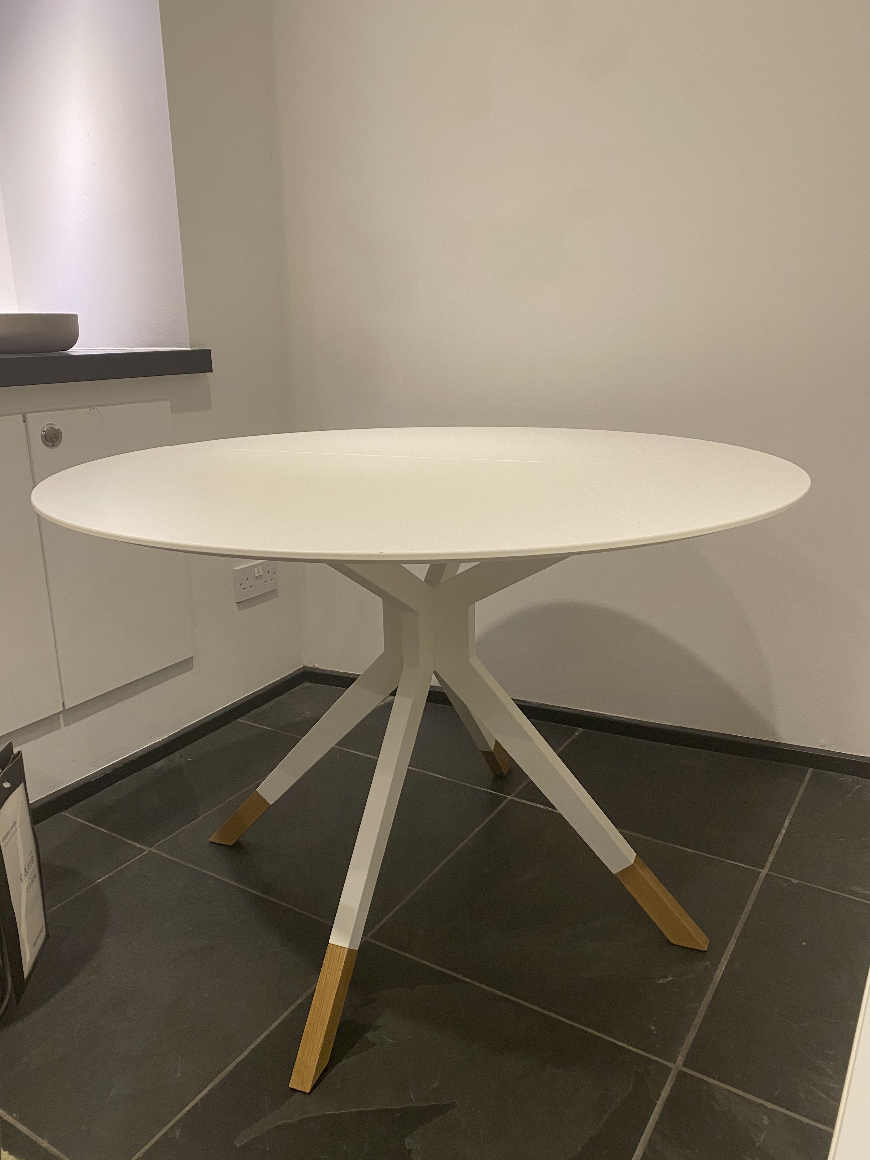 Billund table